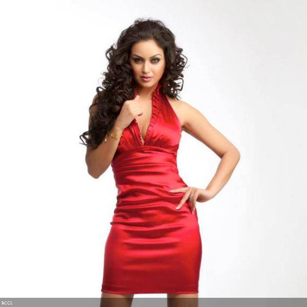 The beautiful Maryam Zakaria poses for the cameras during a hot shoot.