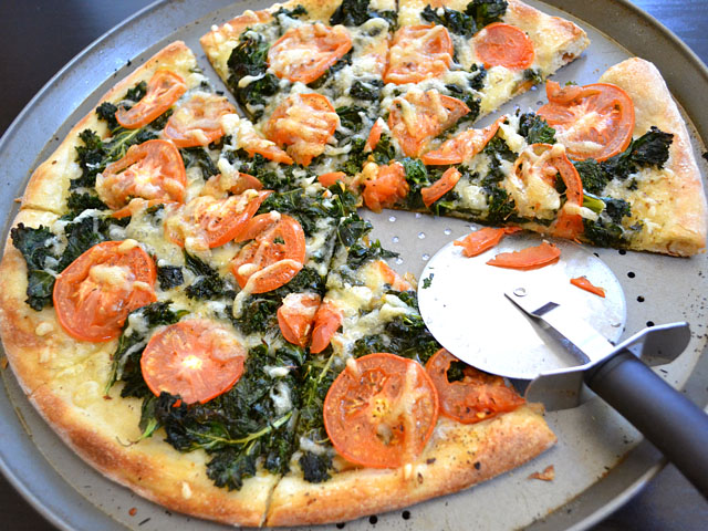 kale, swiss & tomato pizza