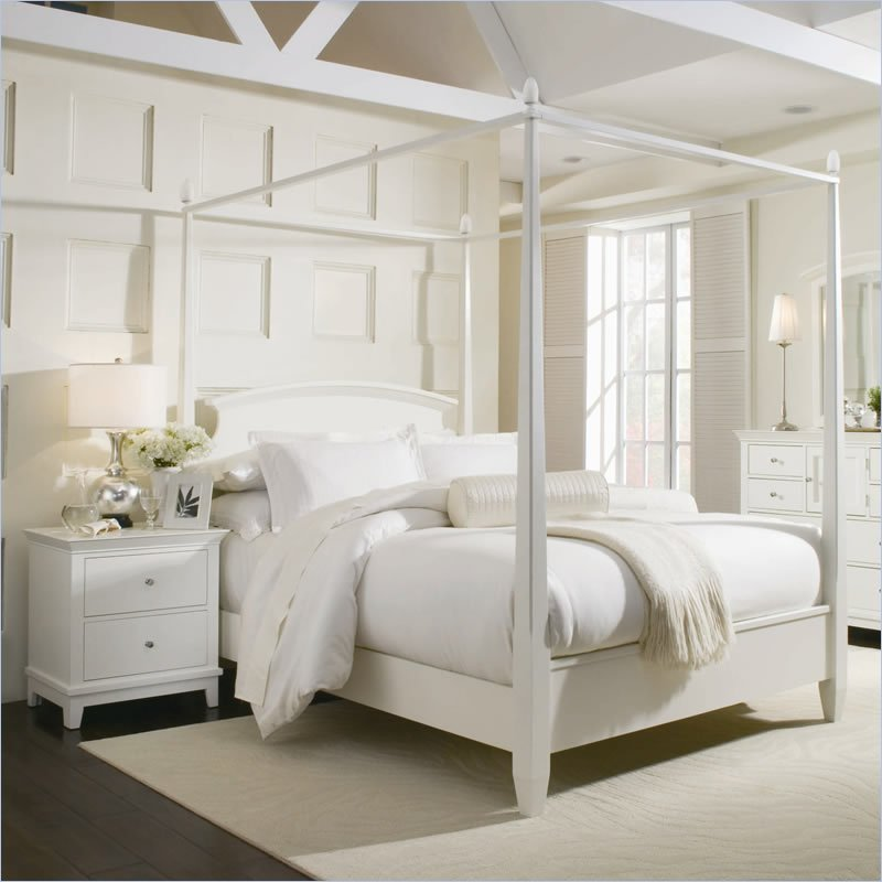 Modern White Canopy Bed 800 x 800