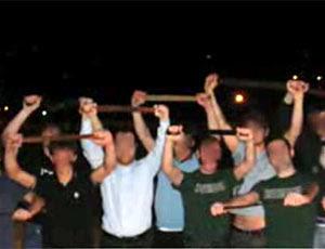 Чингаматанза, то есть битва на ремнях становится популярной забавой среди европейской молодёжи
