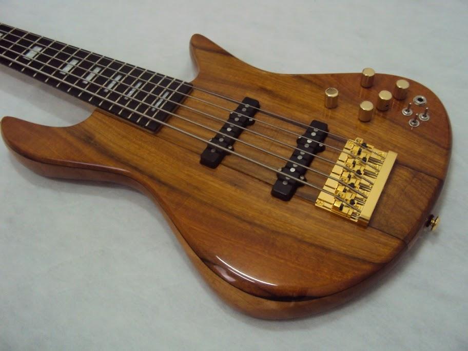 Baixo Custom - Luthier Capelini DSC05453