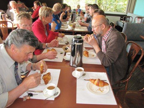 Eerste tussenstop - ontbijt om 9u in het wegrestaurant te Sprimont.