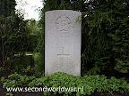 Pilot Flight Lieutenant J.H. Skelly Royal Canadian Air Force gedood 23rd juni 1945.