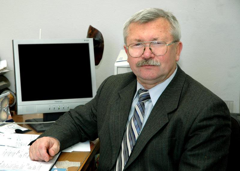 Директор  ІМЕМ: кандидат фіз.-мат. наук, професор Круглов Віктор Євгенович