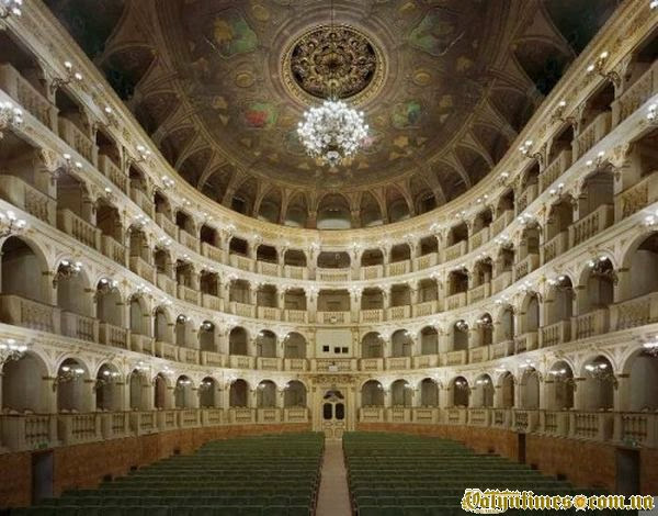 Міський театр ді Bolonga, Італія
