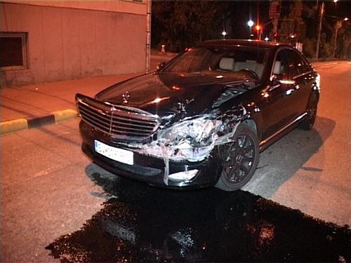Accident între Mercedesul patronului Florconstruct şi o maşină de poliţie. Poliţistul, vinovat pentru că nu a folosit sirena