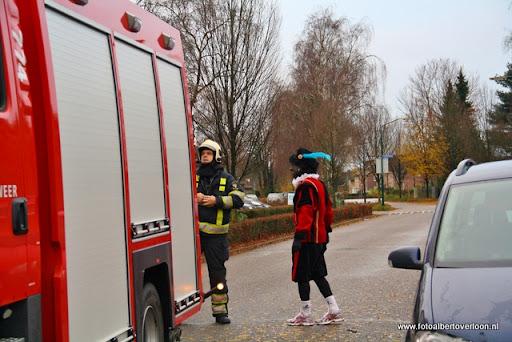 Sinterklaas komt aan bij Josefschool overloon 02-12-2011 (16).JPG