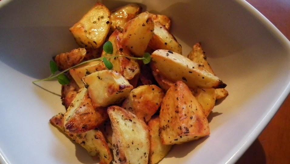 pieczone ziemniaki z sosem czosnkowym