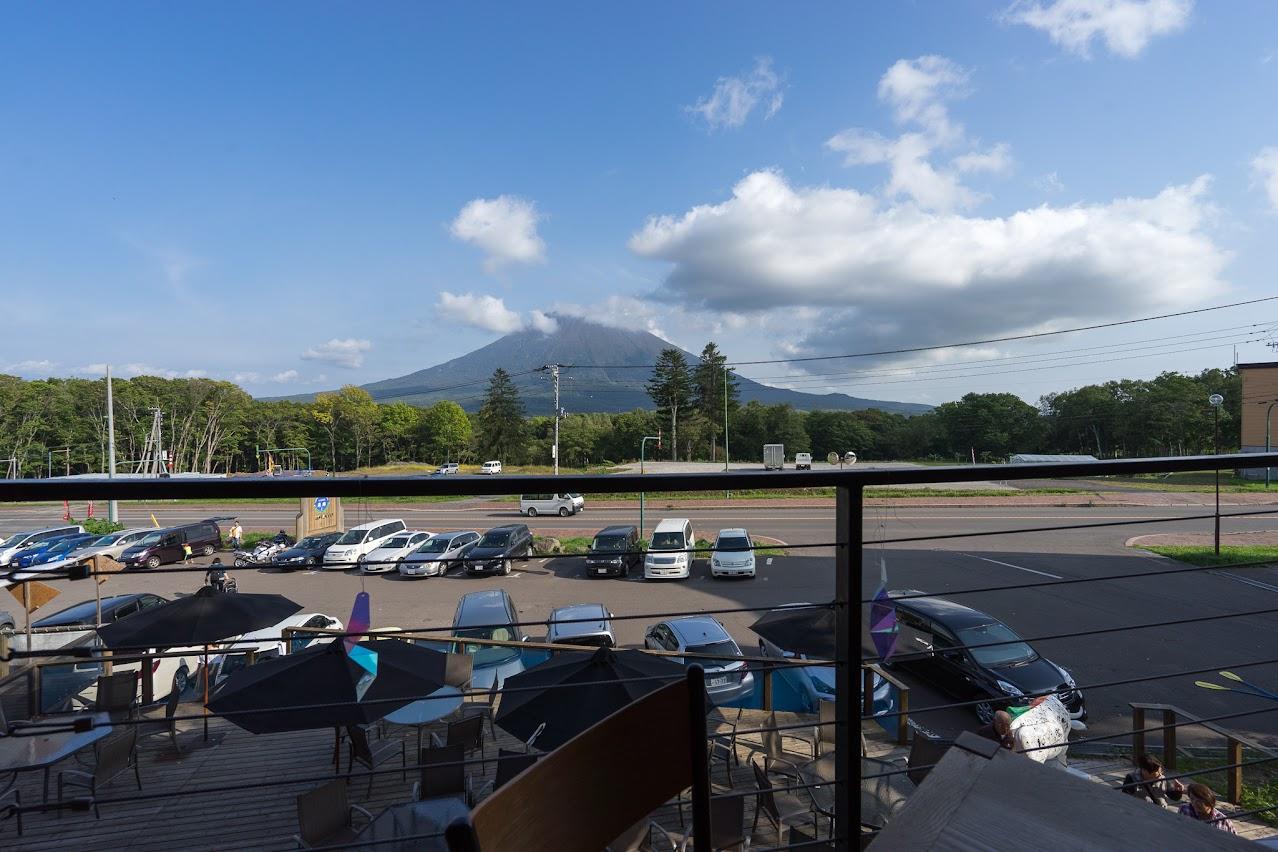 窓からの羊蹄山の風景