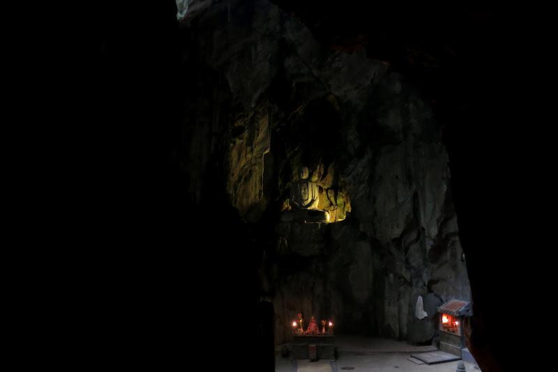 Huge buddha statue in Huyen Khong Cave