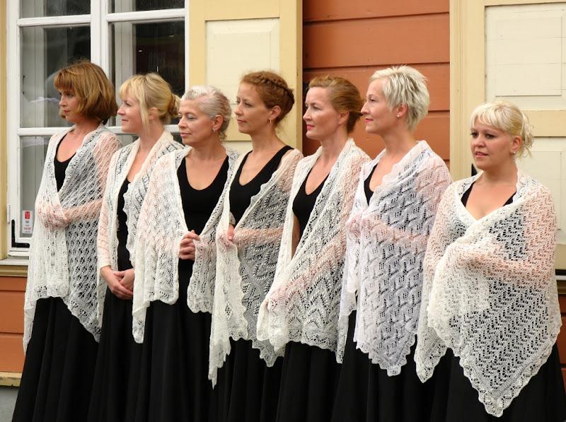 Shawl dance group