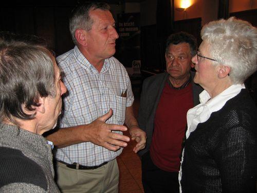 Vincent en KWB-voorzitter-Gooik Marcel Duran met Gooiks gastgezin Vankelecom - De Vos