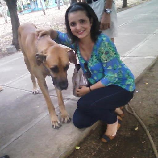 Reyna Mendoza Photo 13