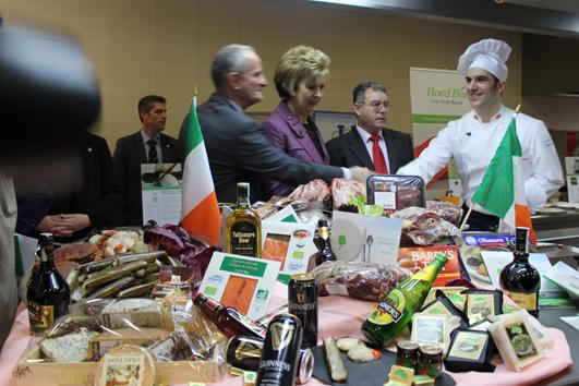 Mary mcalesee presidenta de irlanda en la escuela de hosteleria de la casa de campo en la - Escuela de cocina madrid casa de campo ...