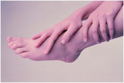 ผลิตภัณฑ์สมุนไพรบำรุงมือและเท้า เพื่อฝ่ามือ และ เท้าที่นุ่มนวล ไม่แข็งกระด้าง ลดริ้วรอยหยาบกร้าน ดำด้าน