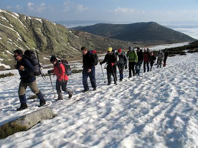 Grupo SanBur iniciando la ascensión al pico Morezón, Gredos – 17 de abril de 2011.