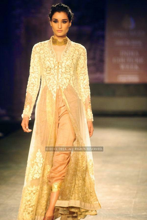 Kanishtha walks the ramp for Anju Modi on Day 2 of India Couture Week, 2014, held at Taj Palace hotel, New Delhi.