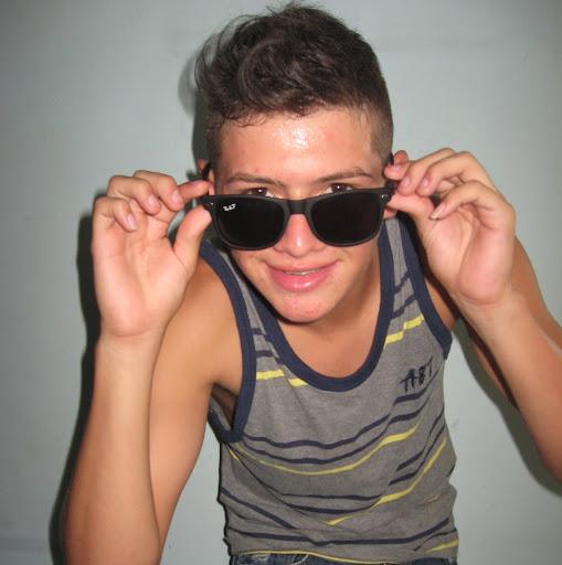 Nestor Benavides Photo 13