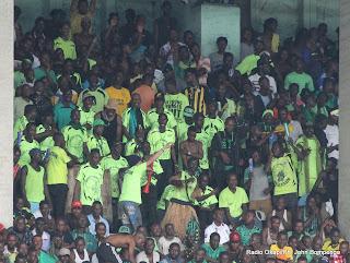 L'équipe d'animation de L'AS-V Club le 6/04/2013 au stade de Martyrs à Kinshasa, lors du match des 16ème  de finale de la Ligue des champions de la Caf contre Zamalek de l'Egypte, score nul : 0-0. Radio Okapi/Ph. John Bompengo