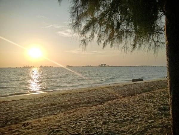 loji penapisan minyak di pantai puteri