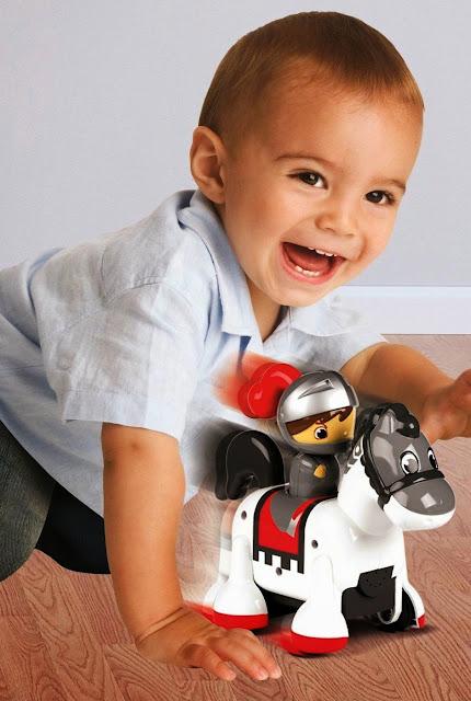 Đồ chơi Tomy Kỵ sĩ cưỡi ngựa có âm thanh Clip Clop Knight giúp bé phát triển toàn diện