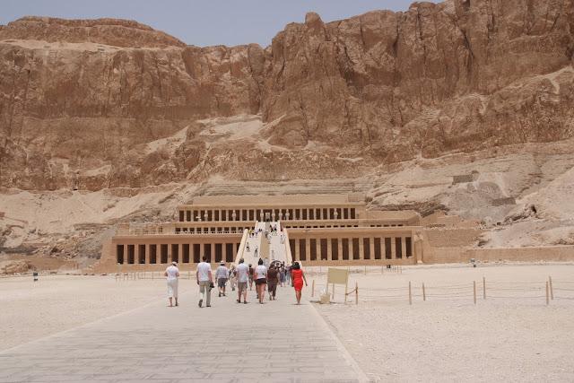 فى مصر الرجل تدب مكان ماتحب ( خاص من أمواج ) 100607-112016-f