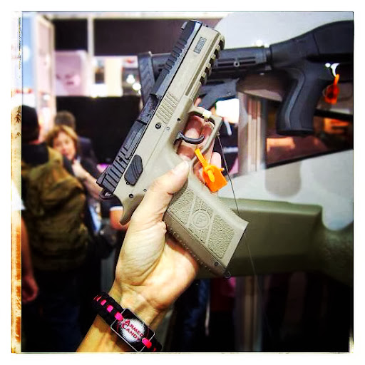 cz%20offers%20flat%20dark%20earth%20frame%20for%20p-09%20pistol%20at%202014%20SHOTshow