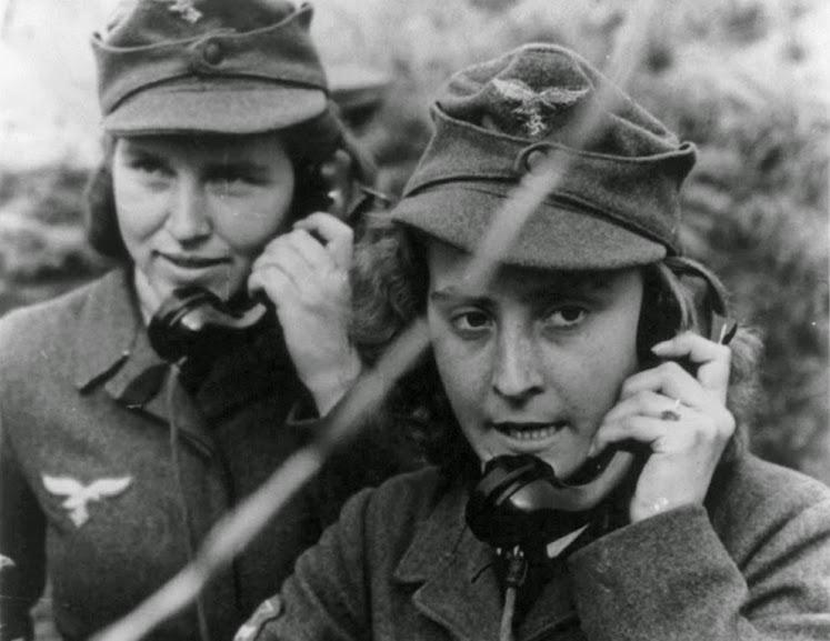 Mulheres alemãs trabalhando nas comunicações do III Reich. Fotografia: autor desconhecido.