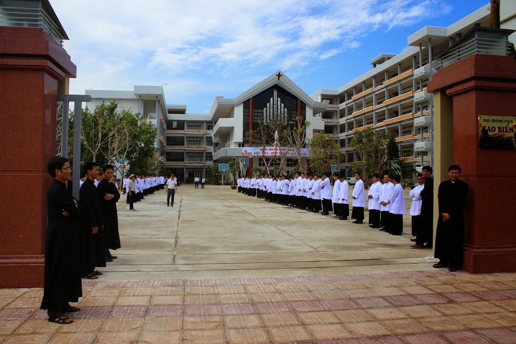 Nghi thức làm phép khu nhà phân khoa Triết học và Thánh lễ khai giảng năm học mới 2014 - 2015 tại Đại chủng viện Sao Biển Nha Trang
