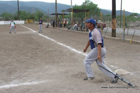 Fabián Rodríguez de SUTERM en el softbol del Club Sertoma