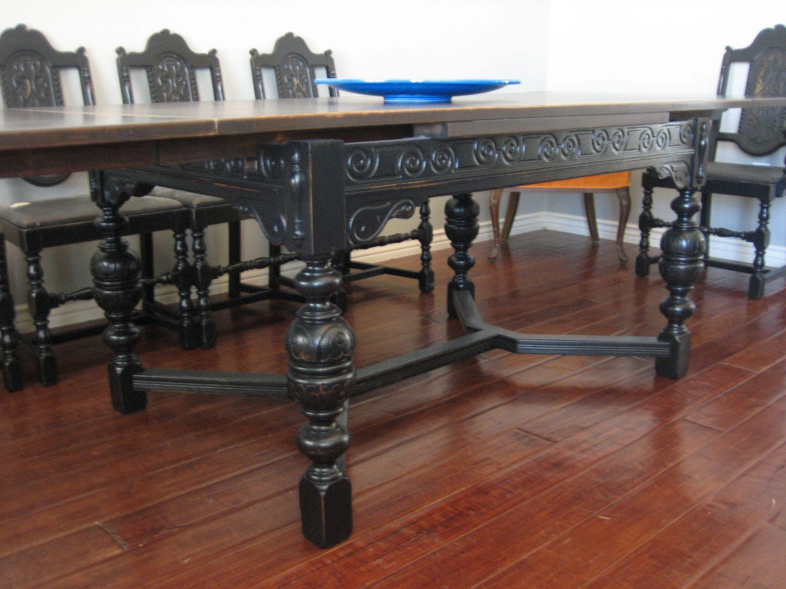 Old World Dining Room Sets European Paint Finishes Old World Spanish Dining Set