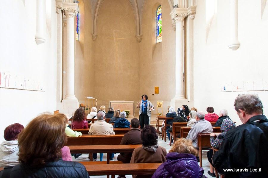 Экскурсовод в Израиле Светлана Фиалкова. В церкви монастыря Сестер Сиона в Эйн Кареме.