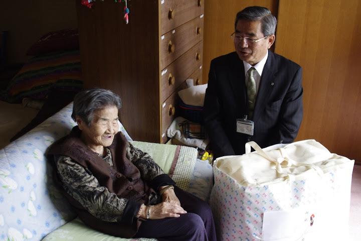 写真:松田さんと佐野町長
