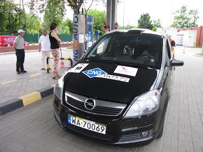 Opel Zafira 1.6 CNG podczas tankowania na stacji CNG