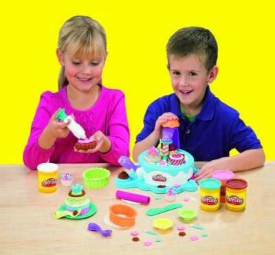 Đồ chơi Bột nặn Bánh kem khổng lồ Play-Doh Cake Bakery dành cho các bé trên 3 tuổi