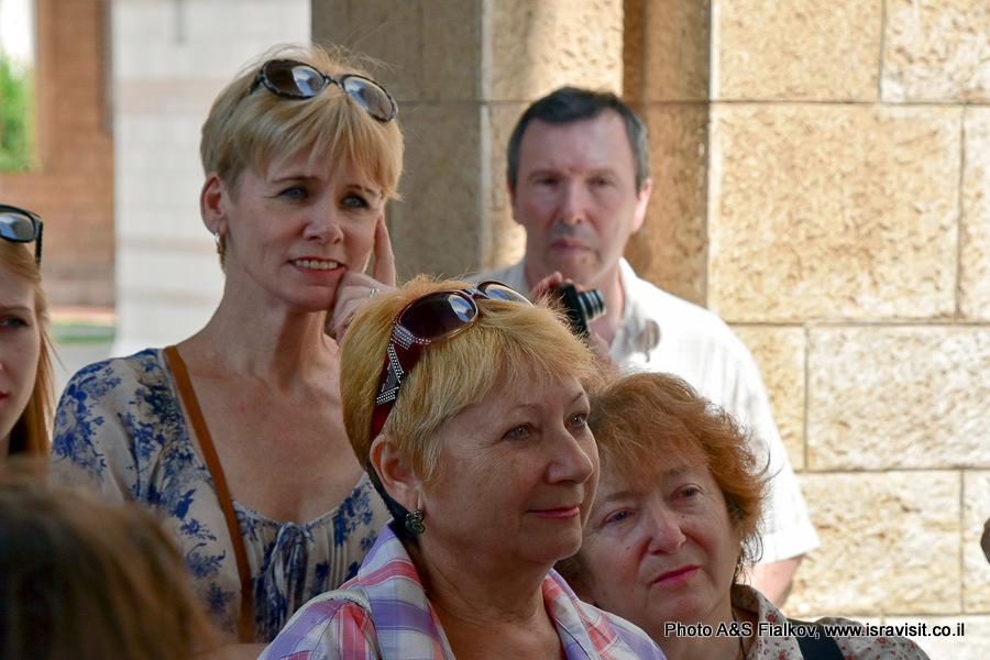 Туристы на экскурсии Светланы Фиалковой в Назарете.