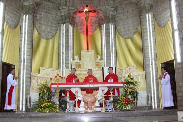 Đức Cha Phaolô Nguyễn Văn Hòa dâng thánh lễ mừng kính hai thánh tông đồ Phêrô và Phaolô tại nhà thờ Chánh Tòa Nha Trang