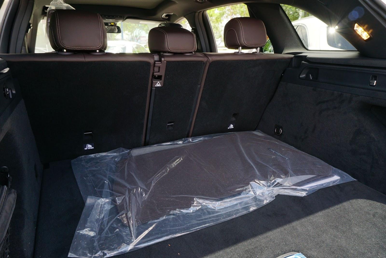 Cabin hành lý chưa hạ hàng ghế đã rất rộng rồi, có thể nói rất thoải mái