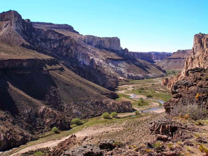 Vistas del Valle y Río Pinturas