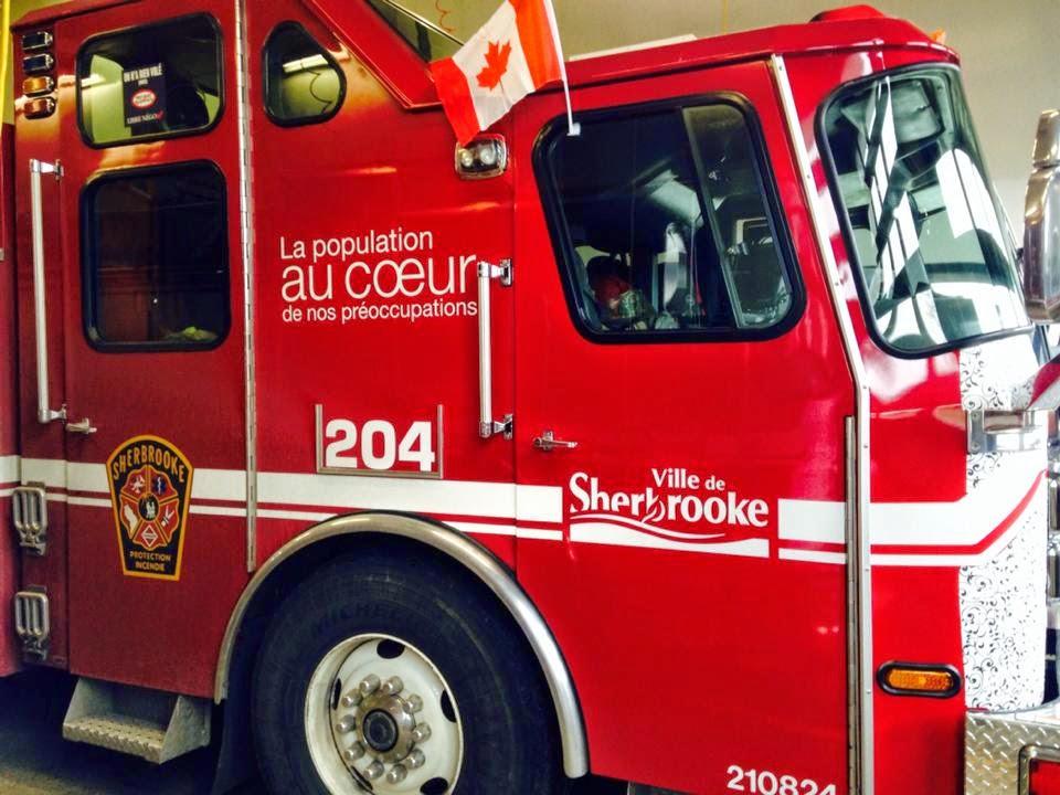 Drapeau canadien en support aux militaires, Pompier Sherbrooke