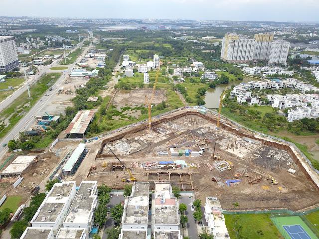 Trong khi Safira Khang Điền đã xây gần xong móng, thì Hausalto chỉ là bãi đất trống
