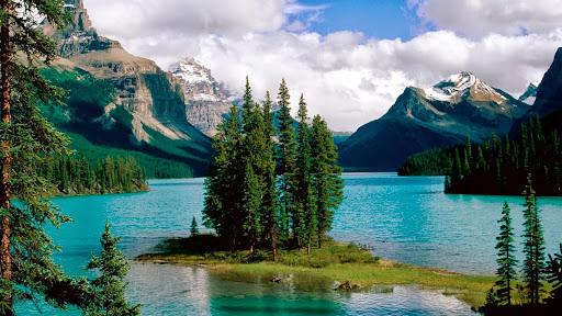 Spirit Island, Maligne Lake, Jasper National Park, Alberta, Canada.jpg