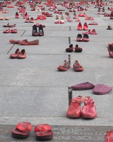 Zapatos Rojos: la marcia delle donne assenti.  L'arte per le giuste cause.