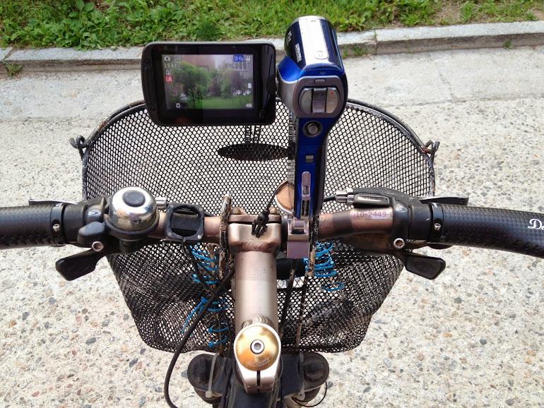 미노우라 vc-100으로 자전거에 부착한 캠코더의 모습