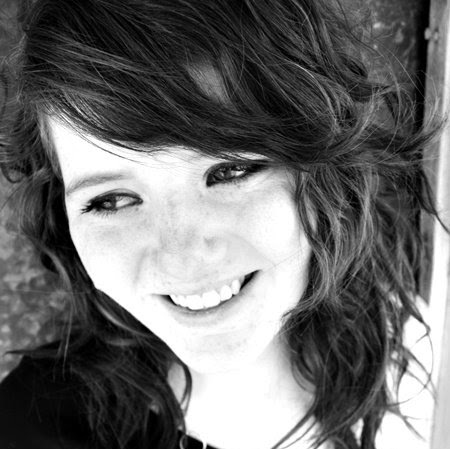 Laura Michaels Photo 31