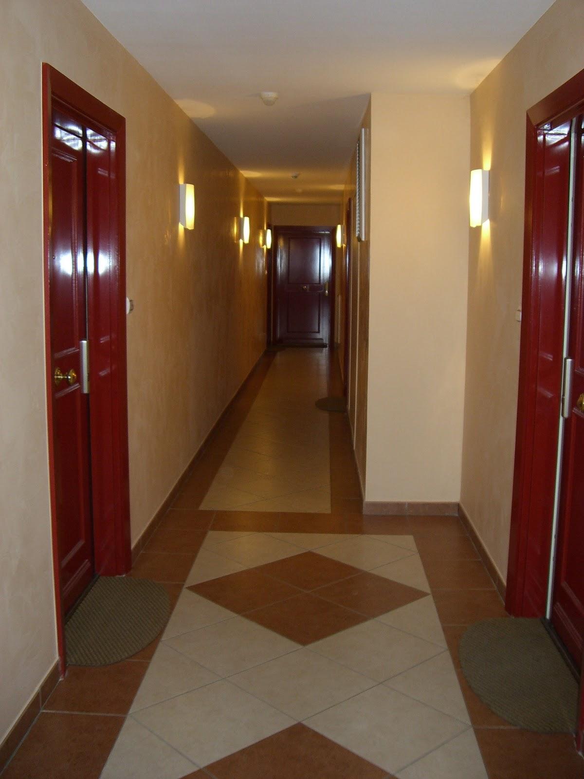 deco palier etage great dco cage escalier tableaux art with deco palier etage agrandir des. Black Bedroom Furniture Sets. Home Design Ideas