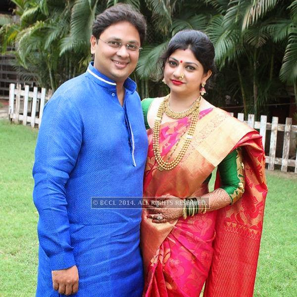 Vishal and Janki Muttemwar at Sonam and Akshay Deshpande's  wedding ceremony at Swagat Lawns in Nagpur.