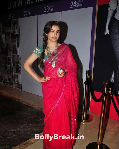 Soha Ali Khan, Soha Ali Khan in Red Saree at Lakme Fashion Week