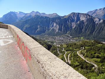 Les lacets de l'Alpe d'Huez et Bourg d'Oisans