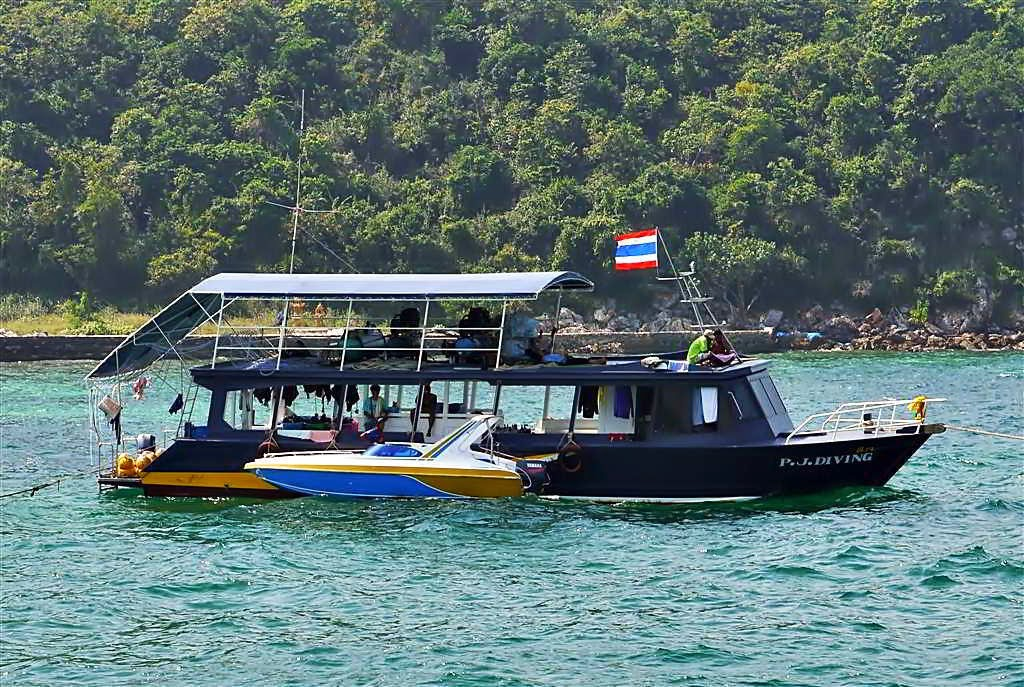 Diving Boat at Tawaen Beach, koh Lahn Thailand